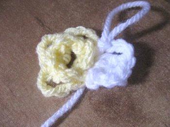 Daisy Book Marker - Free Crochet Pattern