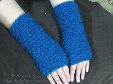 Moss Stitch FIngerless Gloves display
