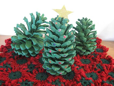 Christmas Mat and Pinecone Trees 008