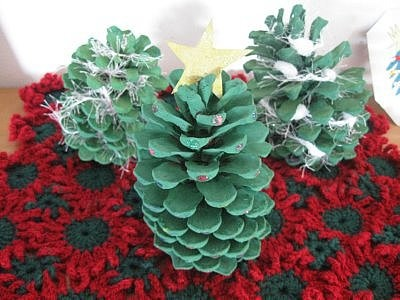 Christmas Mat and Pinecone Trees 018