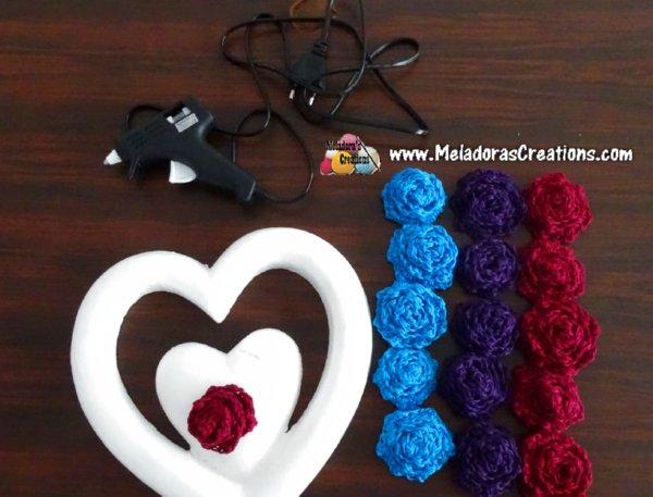 How to make a Crochet Wreath - Crochet Flower Heart Wreath – Free Crochet pattern